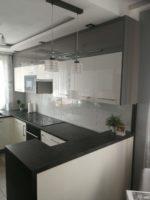 Stylowe meble kuchenne w bieli i szarości - fabryka mebli Rustikal
